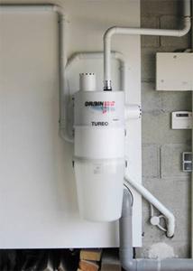 Aspirateur central situé dans un garage ou en local technique (chaufferie, buanderie, cellier ou placard)