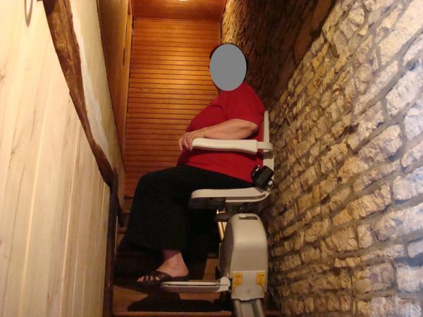 vitesse du monte-escaliers 15cm par secondes